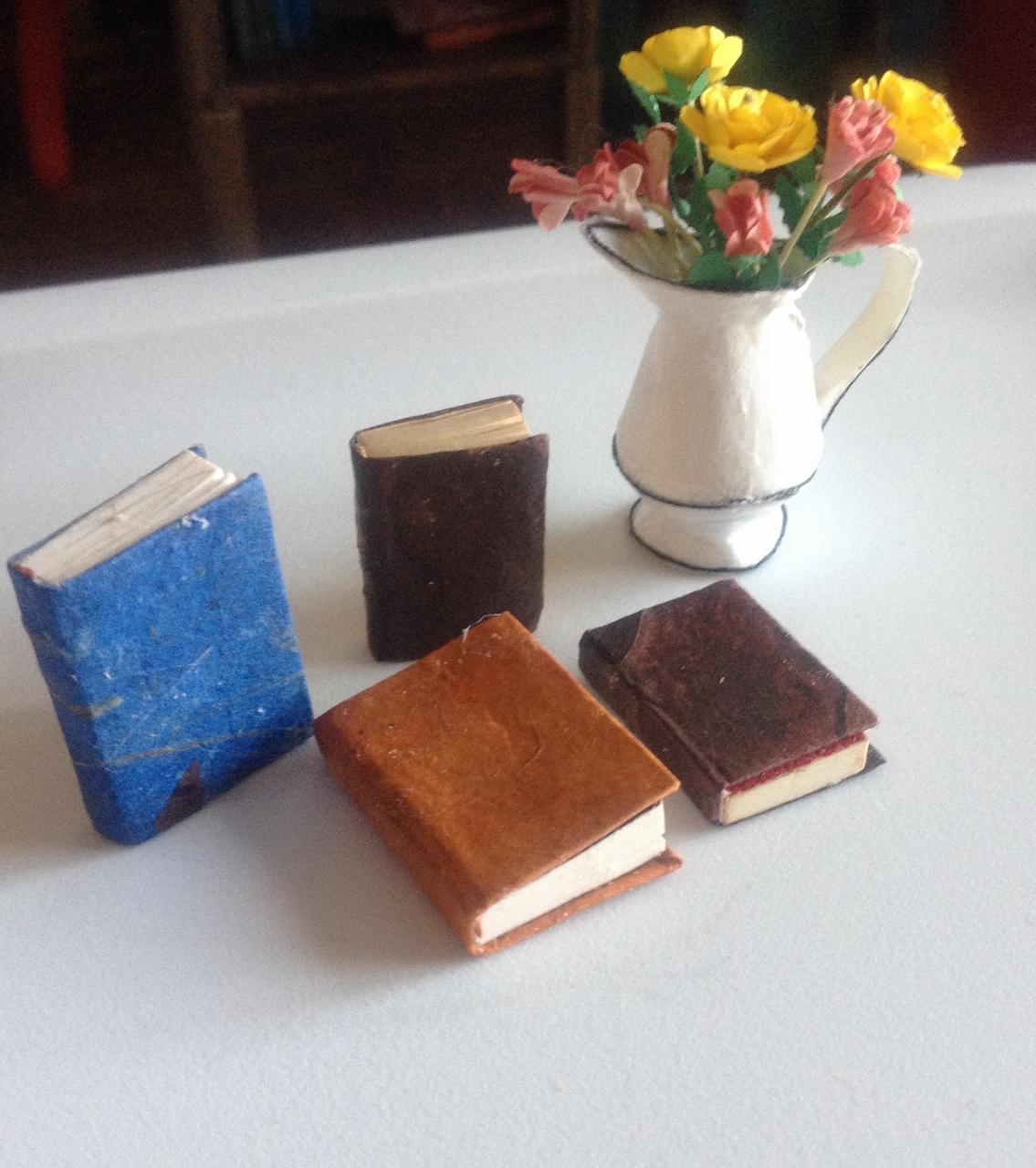Jenn's Mini Worlds: A Dollhouse Miniaturist's Blog
