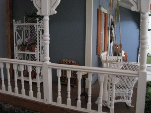 BlueHouseSidePorch (2)